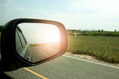 运行在路的汽车 免版税图库摄影
