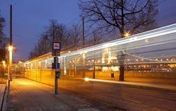 运行沿多瑙河的老电车在布达佩斯 免版税库存照片