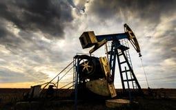 运行的油和煤气井 免版税库存照片