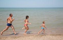 运行至于海滩 免版税库存图片