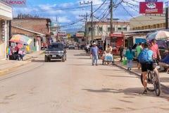 运行通过塔兰加的自治市的主路在洪都拉斯 免版税库存图片