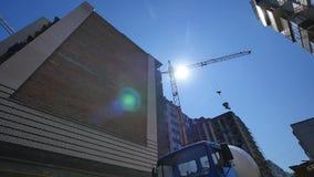运转在大建造场所的时间间隔起重机 影视素材