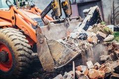 运转在站点爆破的水力压碎器挖掘机反向铲机械 库存照片