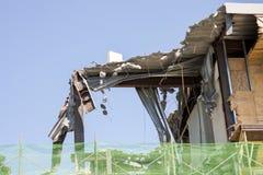 运转在站点爆破的挖掘机机械 库存图片