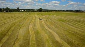 运转在领域的农业机器 影视素材