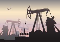 运转的油泵和凿岩机,油泵,石油工业 库存照片