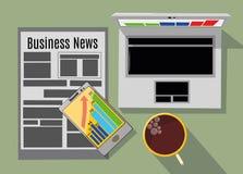 运转的膝上型计算机、咖啡,电话和报纸在桌上,企业概念, 免版税库存图片