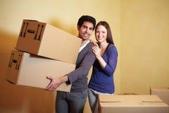 运载人移动的配件箱 免版税库存图片