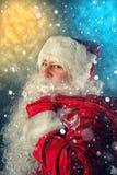 运载克劳斯礼品圣诞老人 免版税库存照片