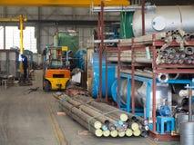 运载另外工厂行业内部机械部分平台到使用的运输 图库摄影