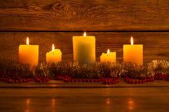 运载圣诞节克劳斯礼品例证晚上圣诞老人向量 家庭舒适和温暖 库存图片