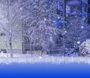 运载圣诞节克劳斯礼品例证晚上圣诞老人向量 自然和建筑学背景 库存照片