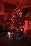 运载圣诞节克劳斯礼品例证晚上圣诞老人向量 免版税库存照片