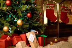 运载圣诞节克劳斯礼品例证晚上圣诞老人向量 免版税图库摄影