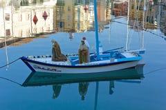 运载浮动诞生场面的小船三个魔术家 图库摄影