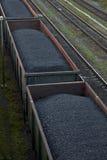 运载煤炭的货物汽车 库存照片