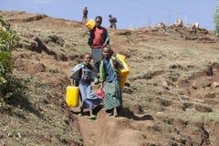 运载的水在非洲 库存图片