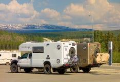 运载自行车的越野马达家在whitehorse 图库摄影