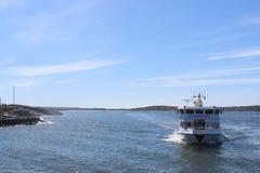 运输人的乘客渡轮在哥特人,瑞典群岛  免版税图库摄影