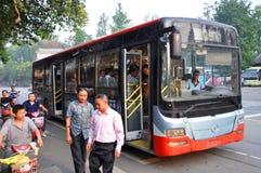运输公共汽车在成都,中国 免版税库存照片