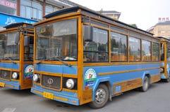 运输公共汽车在成都,中国 库存图片