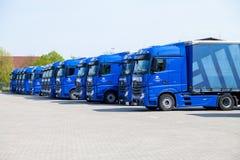 从运输公司gertner的奔驰车卡车, 库存图片