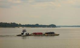 运输在俄亥俄河夏令时 免版税图库摄影