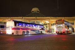 运输政府公司富豪集团公共汽车  15米公共汽车路线 图库摄影