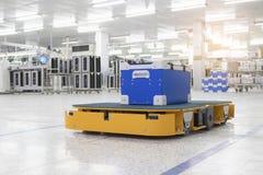 运输材料的自动推车在工业 库存图片