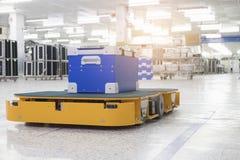 运输材料的自动推车在工业 库存照片
