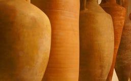 运输用的酒的amphorae 免版税库存照片