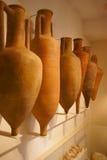 运输用的酒的amphorae 免版税库存图片