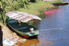 运输的一条小船 免版税库存照片