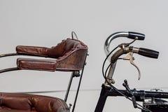 运输的历史 葡萄酒供给自行车动力 特写镜头减速火箭 库存图片