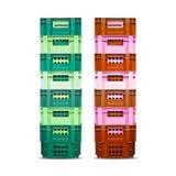 运输的绿色和红色篮子在白色背景 免版税库存图片