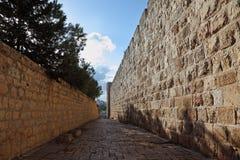 运输路线缩小的最近的墙壁 库存图片