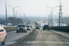 运输车的公开路车行道在自然本底 免版税图库摄影