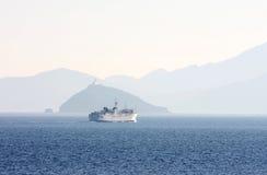 运送从Piombino的航行到厄尔巴岛,意大利海岛  免版税库存照片