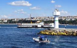 运送伊斯坦布尔 伊斯坦布尔, Haydarpasa沿海防堤李 图库摄影