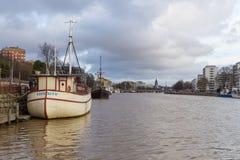 运送在气氛河的码头在图尔库 免版税库存图片