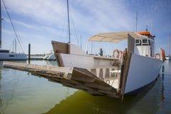 运送接近对El Rompido小游艇船坞,西班牙 免版税库存图片