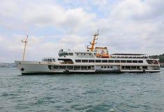 运送标题到从Eminonu码头的Karakoy码头 免版税库存图片