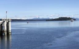 运送端起从机敏的海湾,不列颠哥伦比亚省的McNeil的返回 免版税库存照片