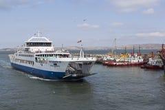 运送` Protoporos 4 `到达了在高加索港  免版税库存照片