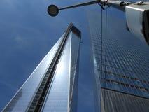 临近在NY的自由塔完成 库存图片