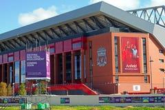 临近完成的利物浦橄榄球俱乐部的新的£114百万立场 免版税库存照片
