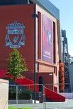 临近完成的利物浦橄榄球俱乐部的新的£114百万立场 库存照片