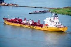 临近岸的驳船在新奥尔良 图库摄影