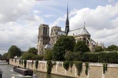 近星点大教堂贵妇人外部notre巴黎 免版税图库摄影