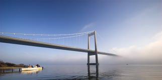 近桥梁捕鱼 免版税库存图片